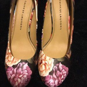 Multi color shoe